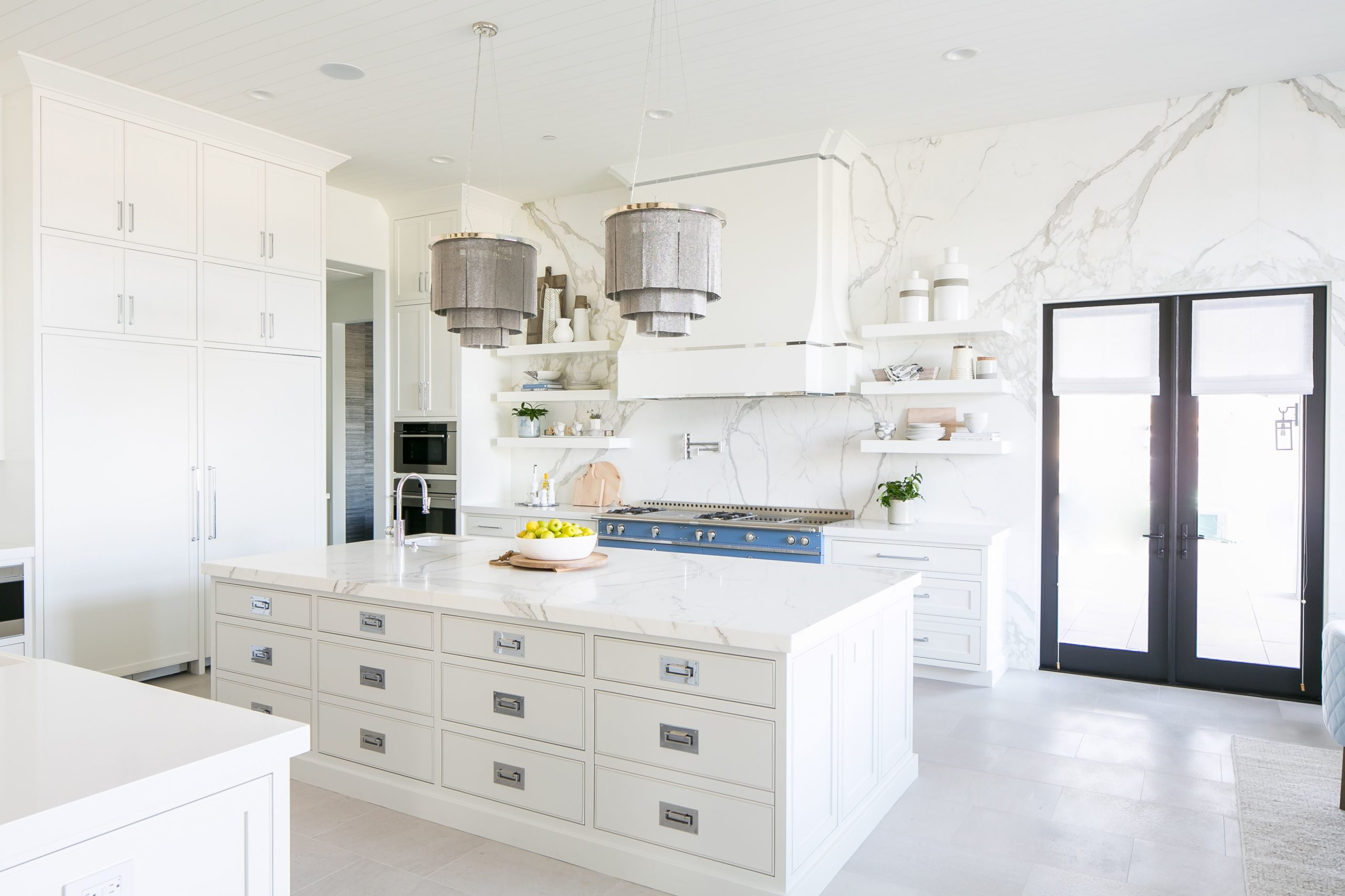 Simple Tips to Decorate the Open Kitchen Ideas for An Airy Cooking Space