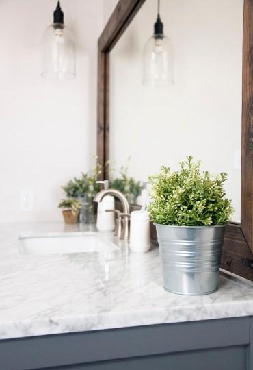 34-farmhouse-bathroom-design-decor-ideas-homebnc