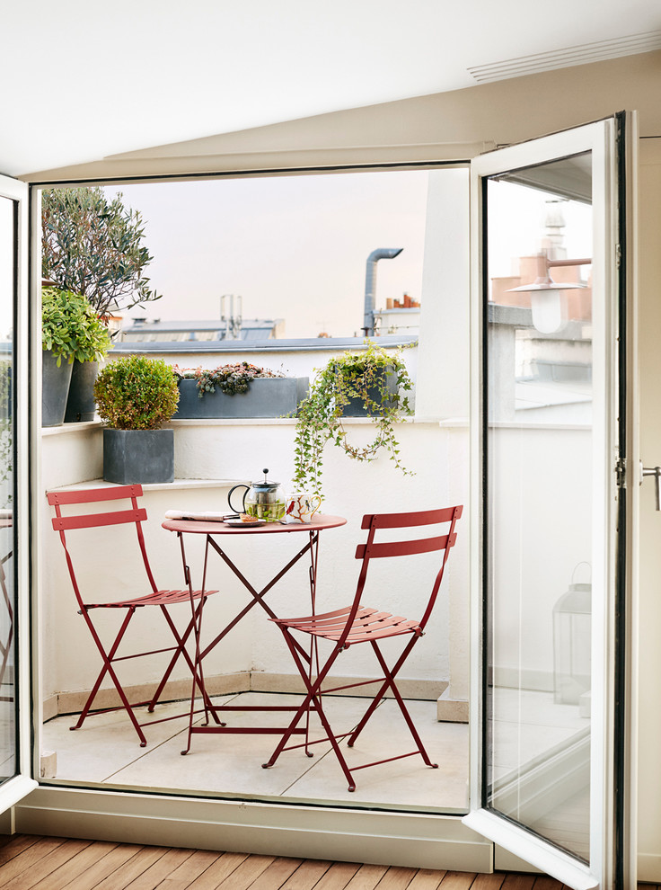 Functional Furniture to Make the Most of Small Apartment Balcony