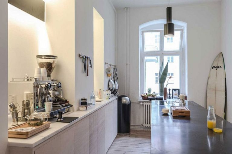 Black-island-fits-into-the-small-kitchen-elegantly-768x510