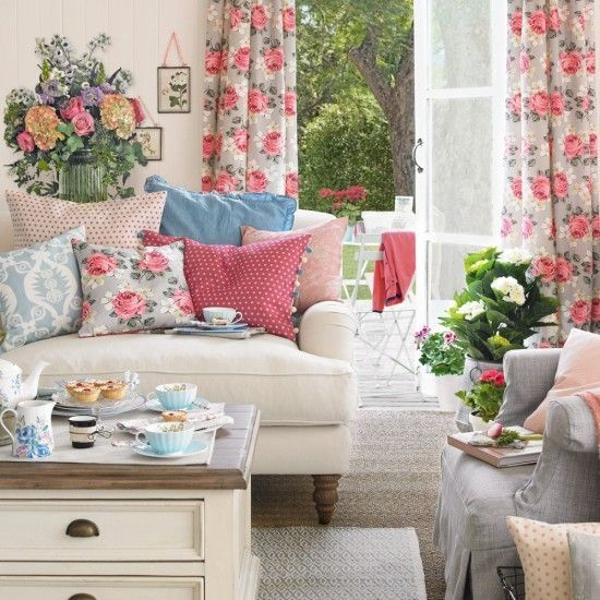 10 Summer Living Room Decoration Ideas