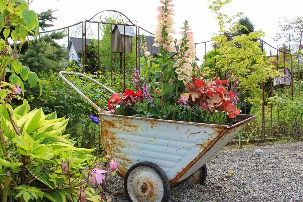 Get an Aesthetic Garden Look with a Vintage Garden Decoration Ideas