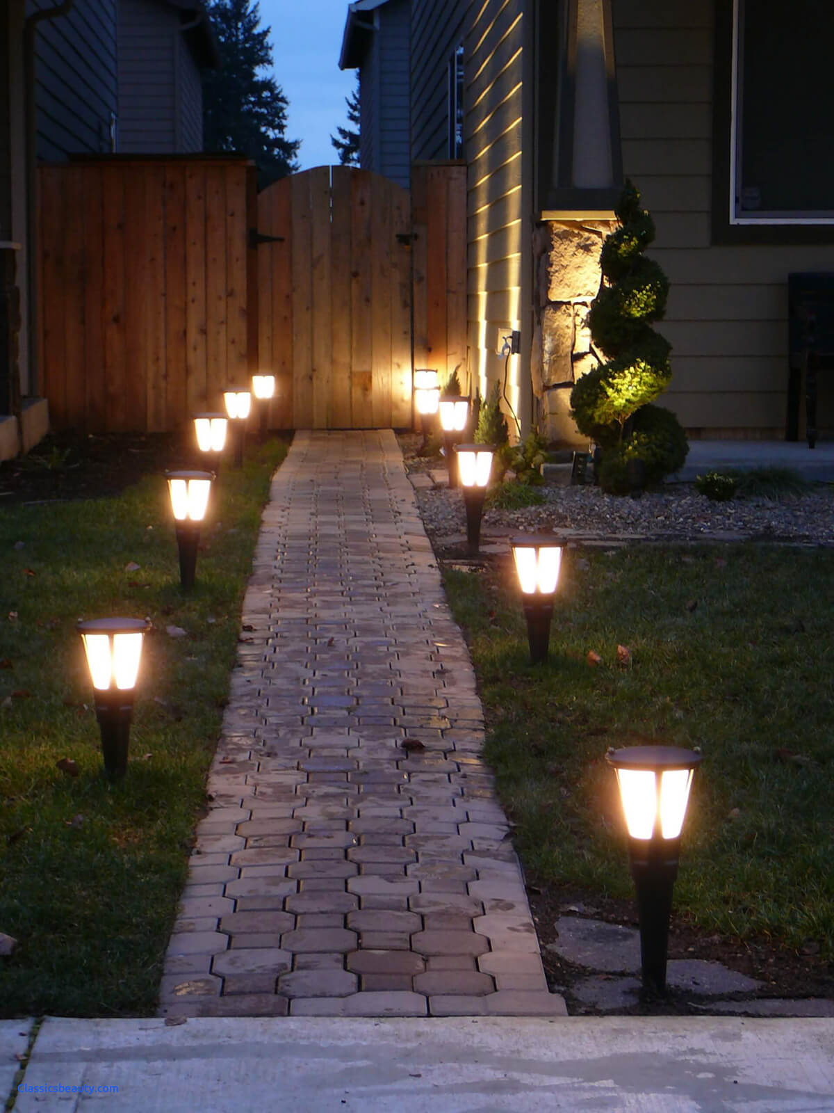 Enjoy The Night View of Your Yard with These 5 Outdoor Lighting Ideas