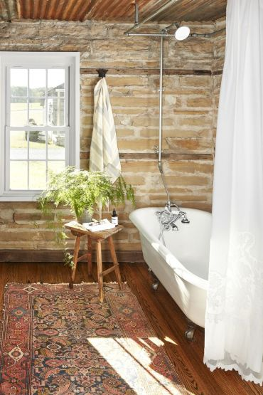 Brick-bathroom-persian-rug-1563997920