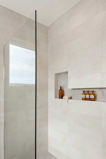 Showers-with-shelves_170616_02
