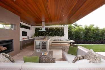 Covered-outdoor-kitchen-with-a-remarkable-polished-ceiling--768x510