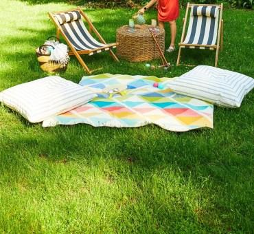 Small-backyard-ideas-foldable-chairs-1589910918