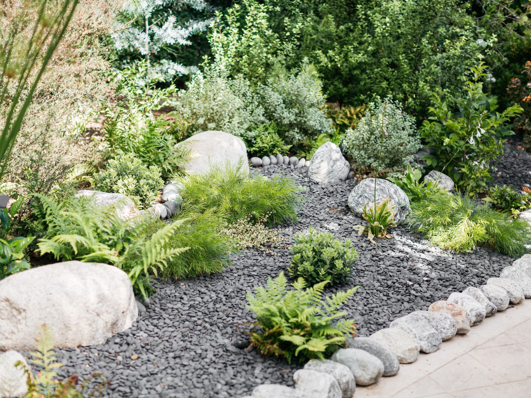 River Rocks Ideas To Beautify Your Yard Landscaping