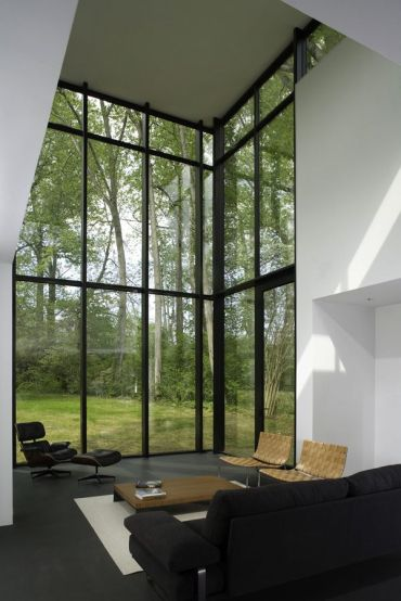 High-ceilings-and-big-windows