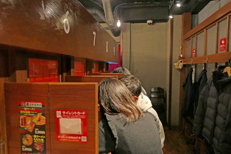 用餐座位 | 舒適的隔間 | 一蘭拉麵 | ラーメン | 池袋 | 東京 | 巡日旅行攝