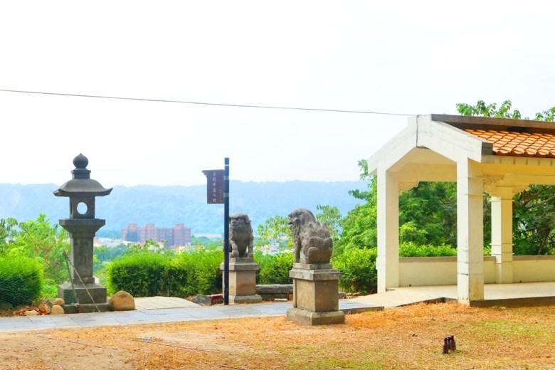 遠眺竹山之美 | 石燈籠 | 景觀步道入口 | 白色迴廊入口 | 竹山神社遺跡 | 竹山 | 南投 | 臺灣 | 巡日旅行攝