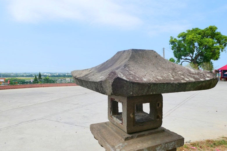 石燈籠與林內鄉景緻 | 林內神社遺跡廣場 | りんないじんじゃ | Linnei | Yunlin | Taiwan | RoundtripJp