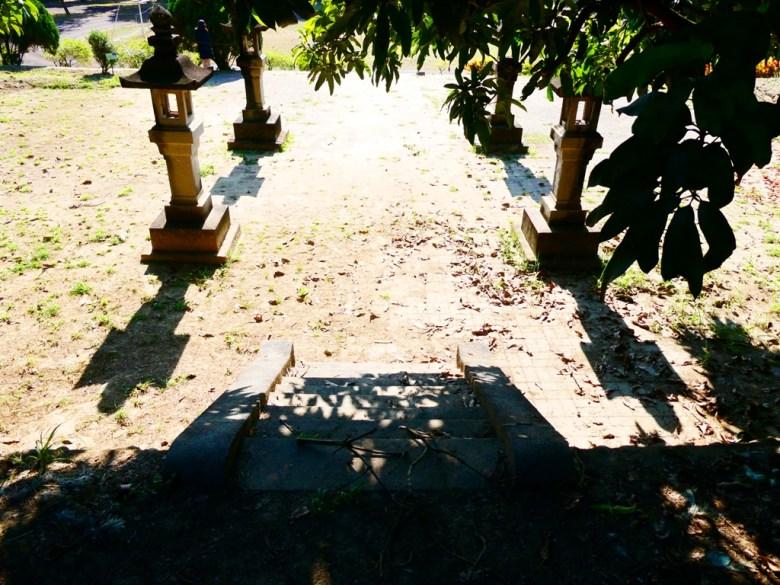 神社第二階平臺 | 四座石燈籠 | 保存良好 | 大內國小校內神社遺跡 | Danei District | Tainan | 巡日旅行攝