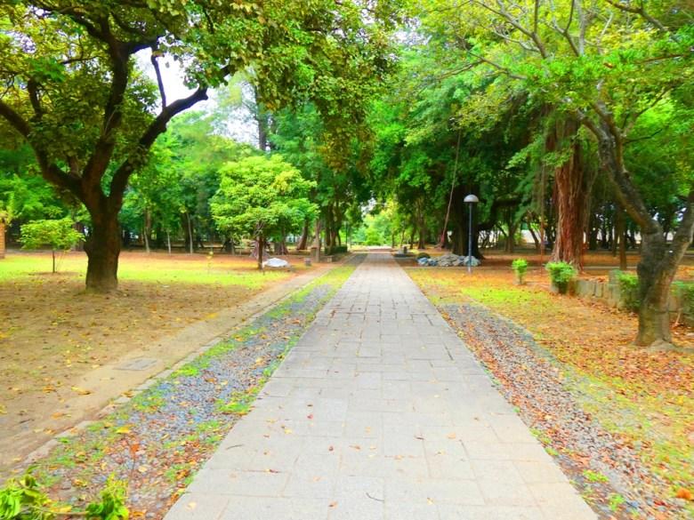 東石神社參道 | 廣闊的自然公園 | 綠意盎然 | 東石 | 朴子 | 嘉義 | RoundtripJp