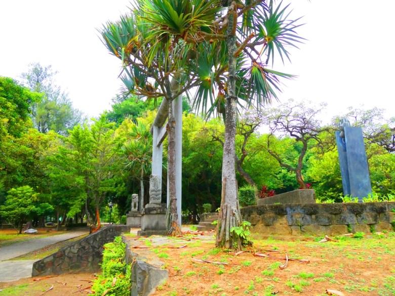 東石神社 | 狛犬 | 石鳥居 | Dongshi | Puzi | Chiayi | RoundtripJp