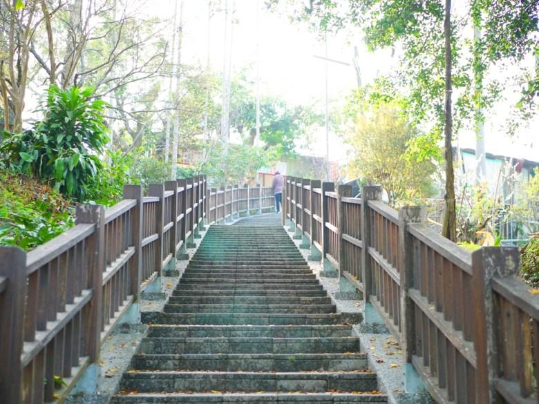 往上是梅花特產攤販區 | 梅山公園 | メイシャンこうえん | Meishan Park | 梅山 | 嘉義 | RoundtripJp