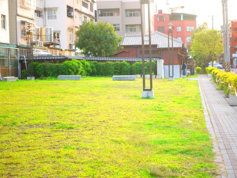 原為第三、第四棟的日式宿舍建築 | 已燒毀成為了大片草地 | 原東勢公學校宿舍 |ドンシー | タイジョン | Wafu Taiwan | RoundtripJp