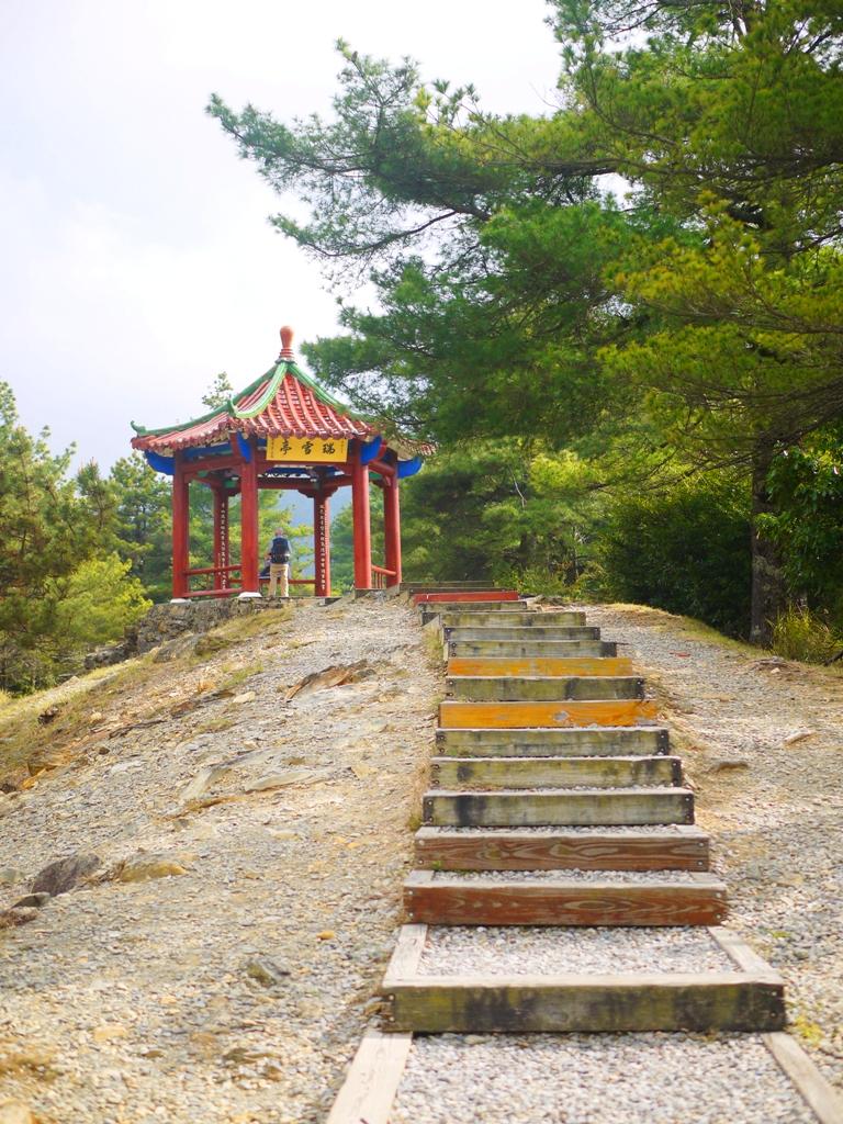 天池旁的觀景台 | 瑞雪亭 | 臺灣旅人 | 大雪山國家森林遊樂區 | 和平 | 台中 | RoundtripJp