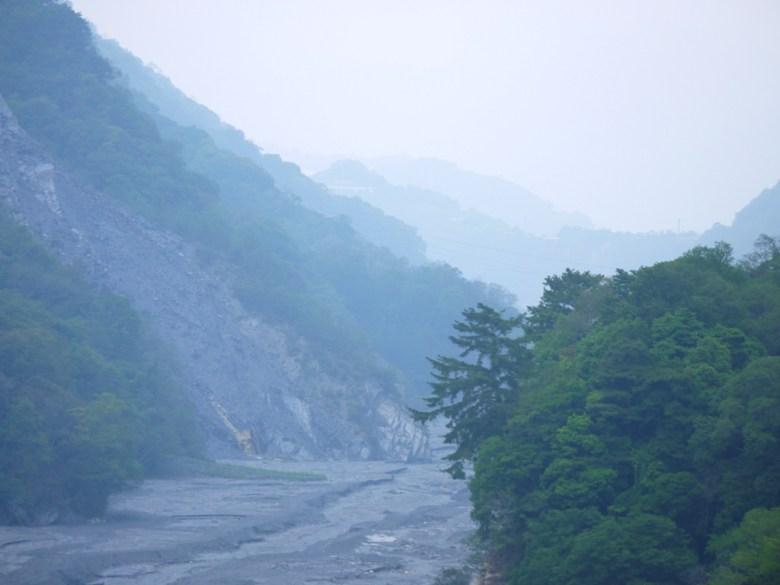 雲霧繚繞 | 群山之美 | 奧萬大國家森林遊樂區 | レンアイ | ナントウ | RoundtripJp