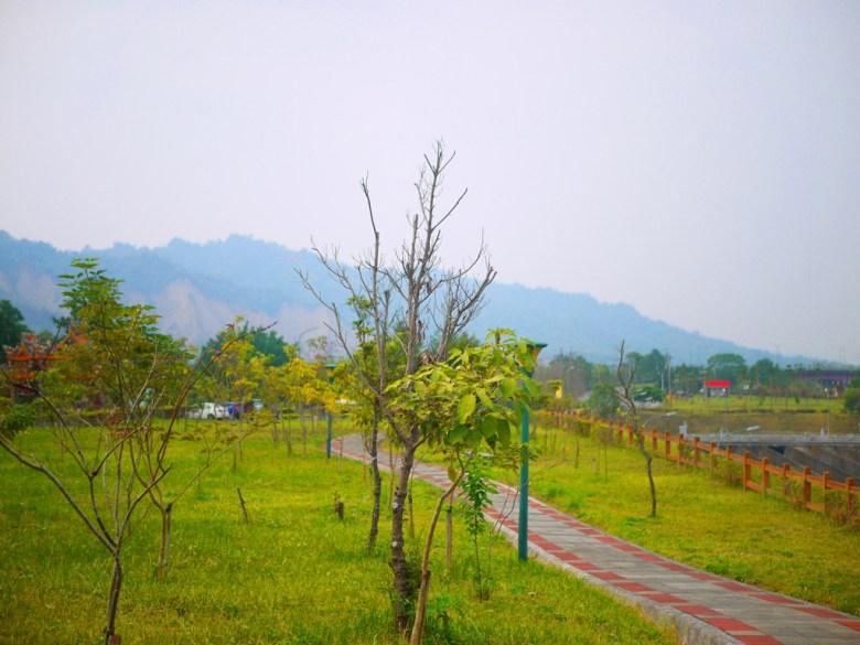 前方為免費停車場   自然清爽的綠色步道   Takeyama   Zhushan   Nantou   RoundtripJp