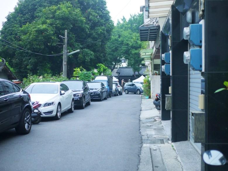 雲中街旁小巷 | 前為斗六雲中街日式宿舍群 | 滿滿的車子 | 停車不易 | 一抹和風 | 巡日旅行攝
