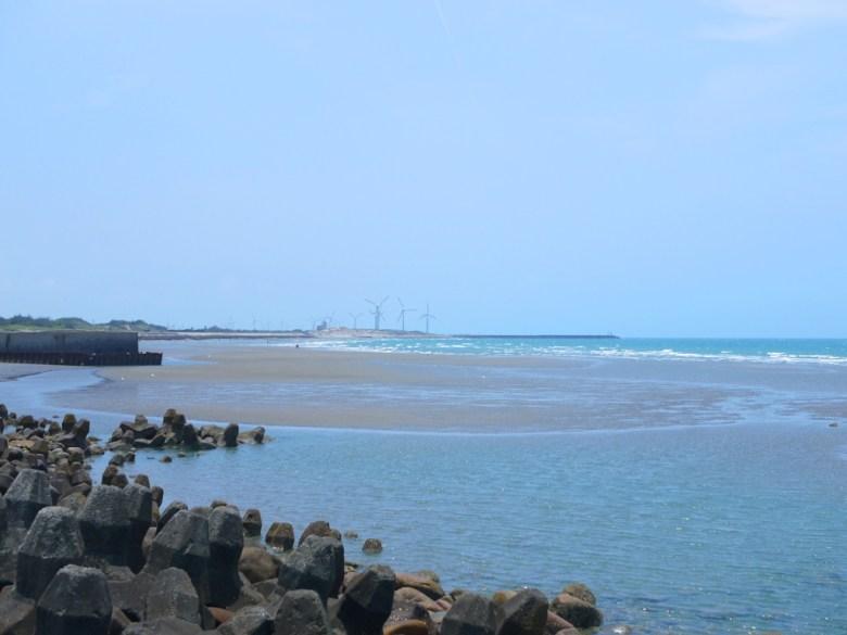 西海岸風車   藍天藍海   一望無際   苑港觀光漁港秘境海灘   ユエンリー   ミアオリー   Wafu Taiwan   RoundtripJp