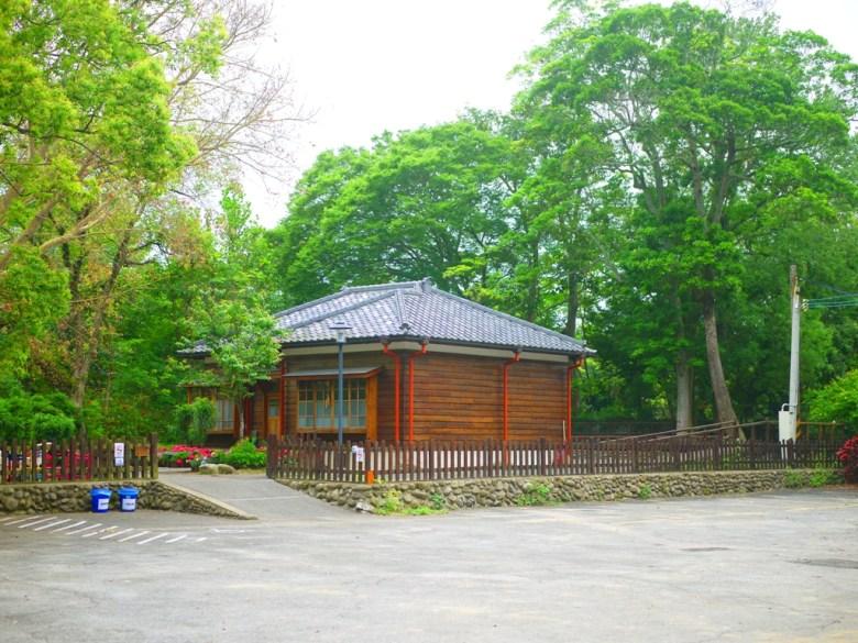 遠眺日式宿舍之美 | 深藏在綠樹山林之中的南庄南埔國小舊日式宿舍 | Nanzhuang | Miaoli | ナンジュアン | ミアオリー | RoundtripJp