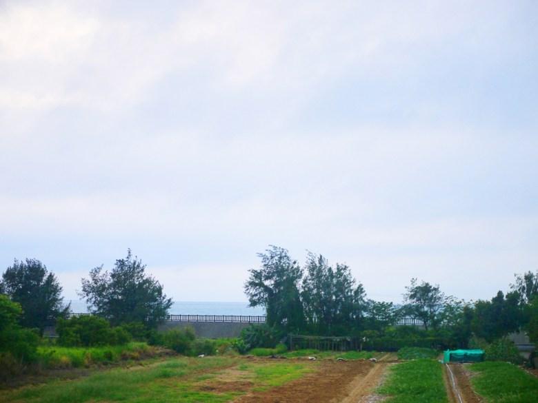 從新埔駅望向台灣海峽 | 直線距離僅150公尺 | 絕美大海 | 海線車站 | 新埔 | 苗栗 | 一抹和風 | 巡日旅行攝