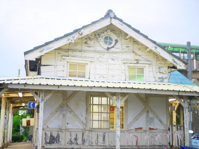 特別的牛眼窗 | 黑瓦白牆 | 古樸的和風韻味 | 大海車站 | Xinpu | Miaoli | Wafu Taiwan | RoundtripJp