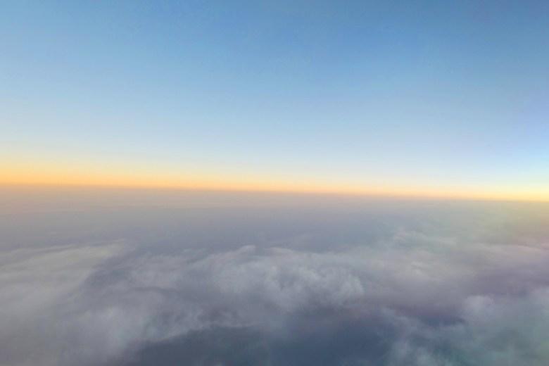 天際線 | 飛機 | 雲海 | 曙光 | 天空 | 日本 | Japan | 巡日旅行攝 | RoundtripJp