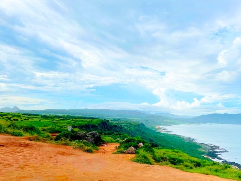 氣勢磅礡的天空與大地   遠處的牛隻成群   ホンチュン   ピンドンけん   Hengchun   Pingtung   Wafu Taiwan   巡日旅行攝   RoundtripJp