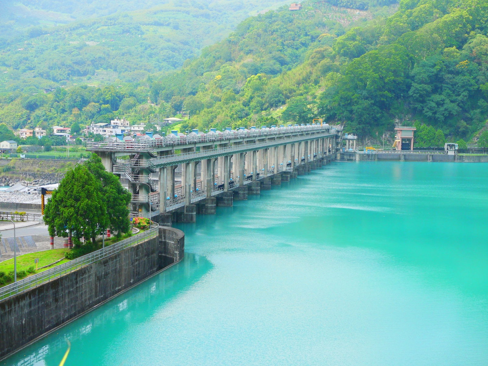 夢幻浪漫水色 | 青い池 | 士林壩 | 士林攔河堰 | タイアン | たいあん | ミアオリー | 一抹和風 | 巡日旅行攝 | RoundtripJp