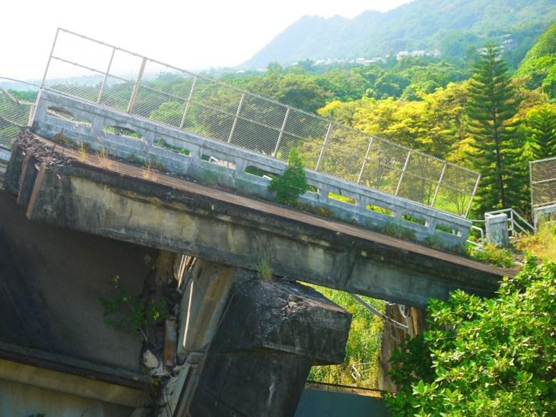 石岡水壩部份受損的壩體   大自然的力量   崩毀傾斜   震撼的畫面   シーガン   タイジョン   Shigang   Taichung   Wafu Taiwan   巡日旅行攝   RoundtripJp