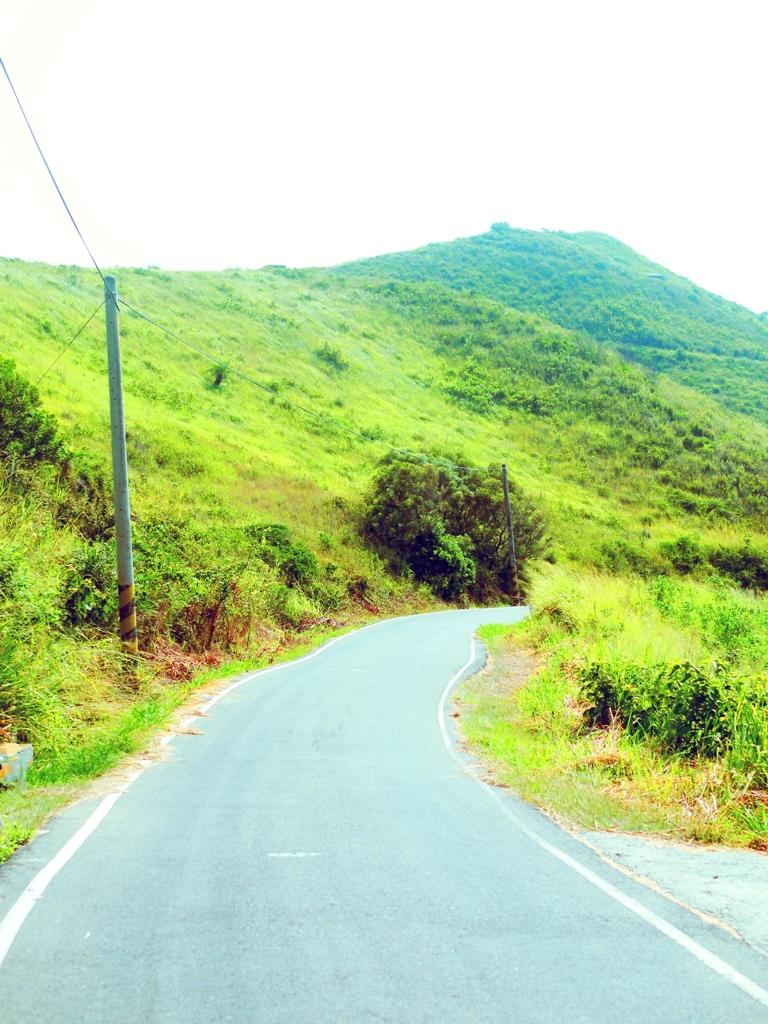 畫面左下側路旁往前往心形公路最佳觀賞點的入口 | 心形公路的尾端 | トンシャオ | ミアオリー | | Wafu Taiwan | 巡日旅行攝 | RoundtripJp