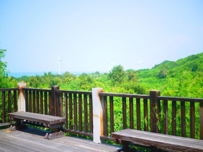 過港貝化石層石碑的展望台   遠眺白色風車、後龍海濱與青山之美   ホウロン   こうりゅう   ミアオリー   Wafu Taiwan   巡日旅行攝   RoundtripJp