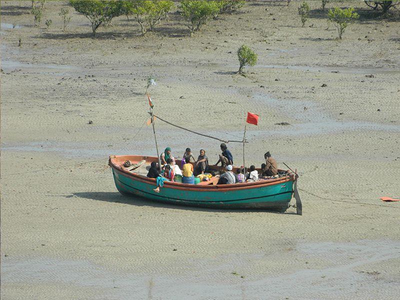 Waiting for tide at pirotan islands