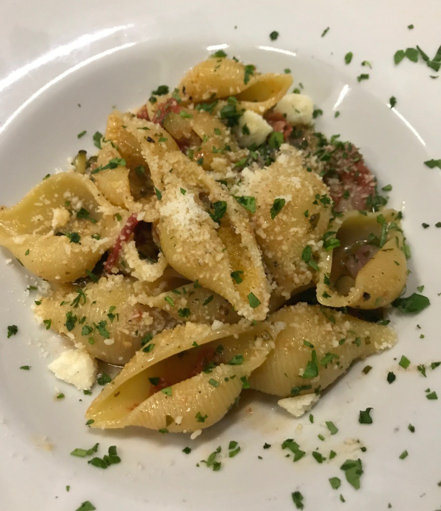 Pasta dish with pasta shells and vegetables