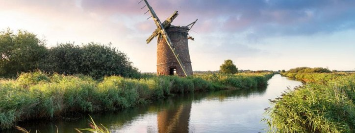 Explore the norfolk broads by boat