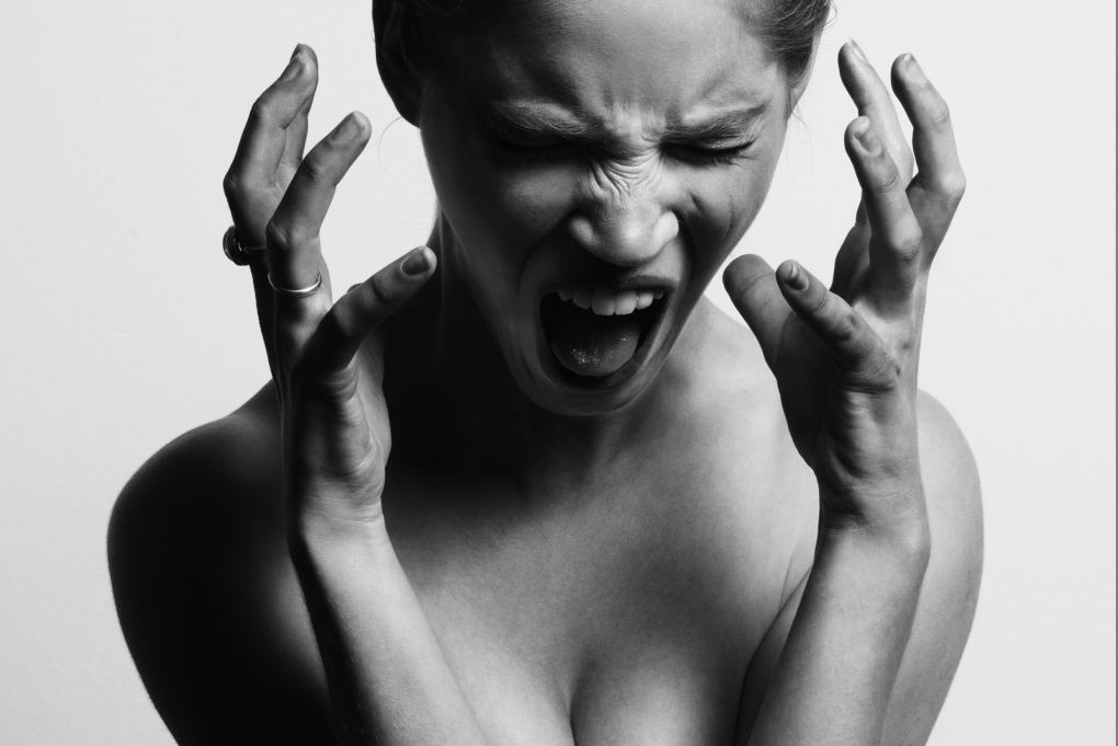 woman screaming because she can't write her web content