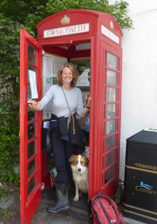 Kate Humble visiting Rowen's phone box information point, August 2017