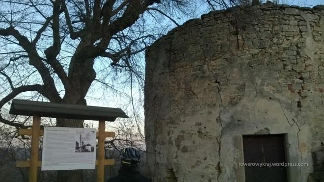Ruiny Baszty w Nowych Kicharach