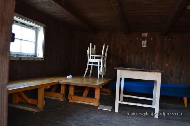 Jadalnia połączona z salonem.  Na górze jest jeszcze jedna kondygnacja, ale ni sfocił nikt :/ Ponoć same dechy