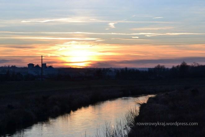 Zachód słońca, widok z kładki w Denkowie