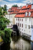 Czarci Potok (Čertovka) - odnoga Wełtawy i młyn wodny