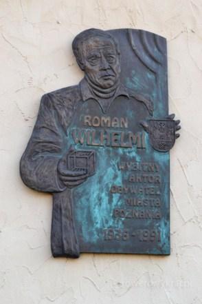 Roman Wilhelmi - tablica upamiętniająca postać aktora