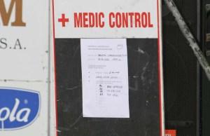 tablica z numerami zawodników, którzy stawić się mają na kontroli antydopingowej, na mecie wyścigu Bałtyk-Karkonosze