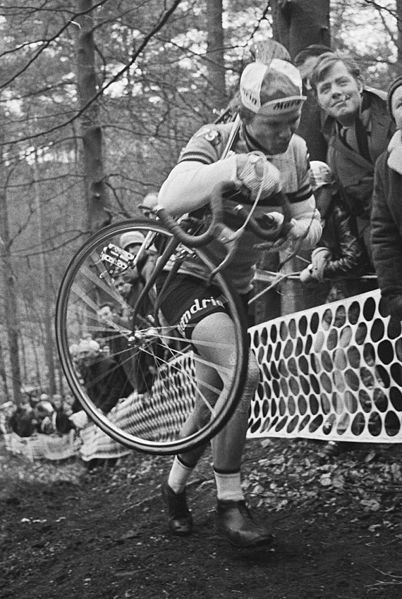 Erik_de_Vlaeminck,_1971_Cyclo-cross_World_Championships_(cropped)