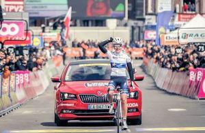 Anne vand der Breggen finiszuje po zwycięstwo w Liege-Bastogen-Liege