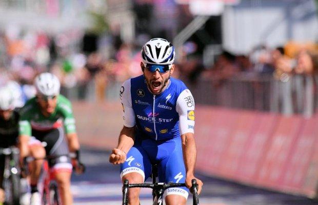 Fernando Gaviria z grymasem zwycięstwa na kresce 3. etapu Giro