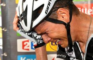 Warren Barguil płacze po porażce z Rigoberto Uranem
